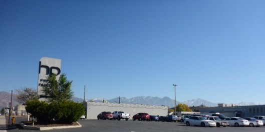 mountains-from-parking-lot